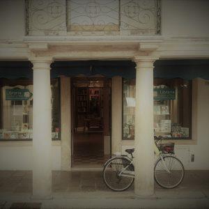 L'ingresso della libreria Lester & Bob